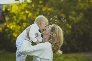 Pour vous promener avec bébé, choisissez bien votre poussette