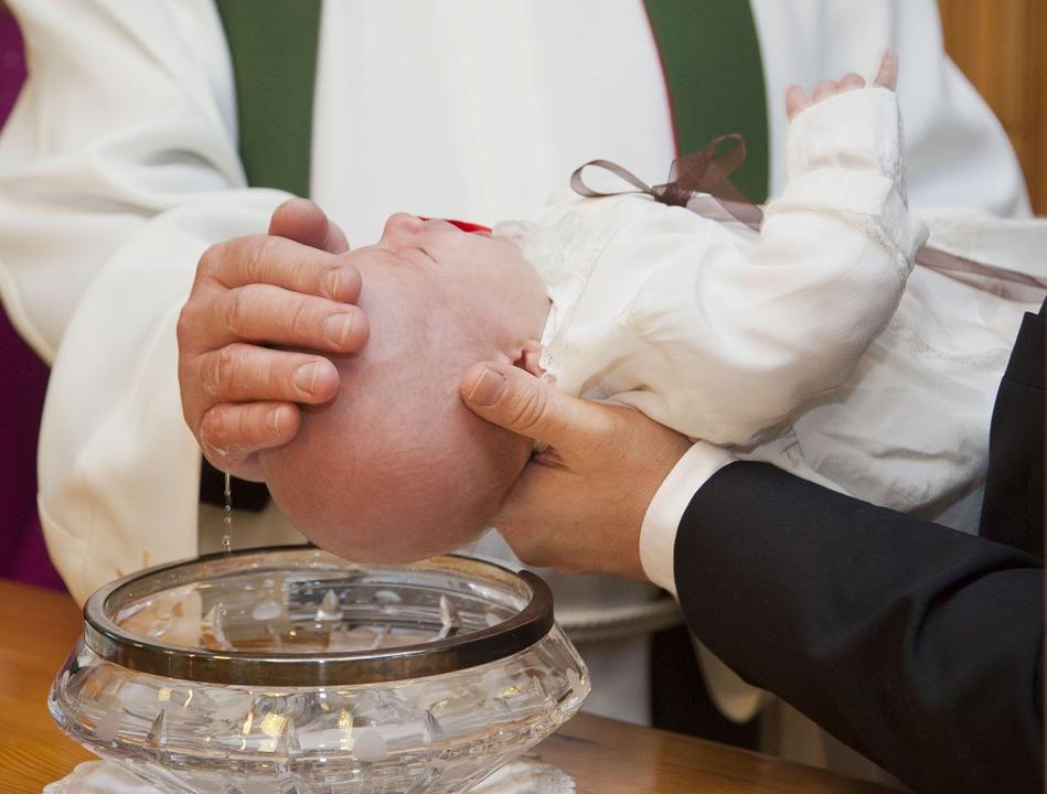Le cadeau de baptême, un présent hautement symbolique